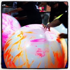 Backstage balloon painting for Coldplay's Montreal first night [26.07.12] #oxfamontour #coldplay #GROW