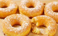 Prepare fluffy donuts with almond flour, - Dieta Vegetariana Vegetarian Diabetic Deserts, Healthy Dessert Options, Healthy Deserts, Healthy Sweets, Vegan Snacks, Vegan Desserts, Arno, Low Carb Recipes, Cooking Recipes