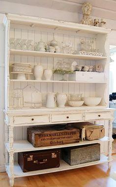 dream room  アンティークの棚にかわいいものを並べる