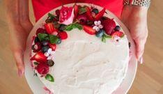 Dort s lehkým tvarohovým krémem a jahodami | Recept - Diana Ella Kefir, Banana Bread, Diana, Brunch, Pudding, Cake, Blog, Smartphone, Custard Pudding