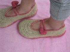 Marinasognaecrea: Crochet slippers con la lana della pecora cornigli...