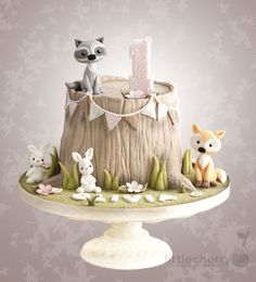 Woodland Animal Tree Stump Cake - Cake by Little Cherry - CakesDecor
