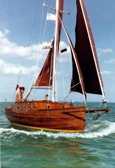Wooden Boat Plans For Free Wooden Sailboat, Wooden Boats, Cool Boats, Small Boats, Floating Boat Docks, Tiny Boat, Small Sailboats, Honfleur, Wooden Boat Plans
