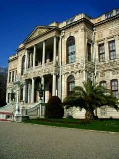 Beylerbeyi Palace Istanbul, a palaces in Turkey Beylerbeyi Palace, located in Istanbul and in Beylerbeyi palace was built between 1861-1865 by Sultan Abdulaziz architect Sarkis Balyan.