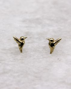 Petite Hummingbird Stud Earring in gold-plated sterling silver. Geometric Jewelry, Gold Plated Necklace, Summer Jewelry, Carat Gold, Bridesmaid Jewelry, Rose Gold Plates, Hummingbird, Studs, Stud Earrings