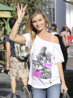 'I'm not perfect': Joanna Krupa made statement with provocative T-shirt as she hit the mal...