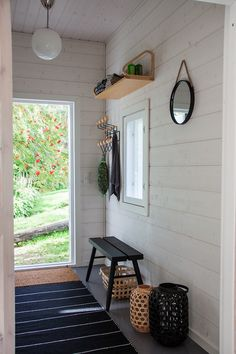 A simple Front Entrance Scandinavian Cabin, Scandinavian Interior, Cottage Design, Cottage Style, Hallway Decorating, Interior Decorating, Lake Cottage, Cottage Interiors, Modern Rustic