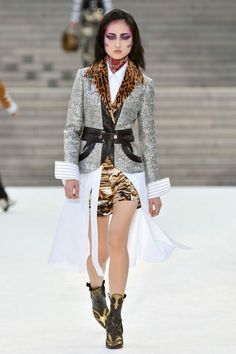 See all the Collection photos from Louis Vuitton Spring/Summer 2018 Resort now on British Vogue Fashion 2018, Fashion Week, Paris Fashion, Runway Fashion, Womens Fashion, Fashion Trends, Couture Mode, Style Couture, Couture Fashion