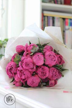 Buchet de bujori roz Mon Cheri Daruieste-i un buchet cu 19 bujori roz dolofani si parfumati, iar noi iti garantam ca o vei cuceri!