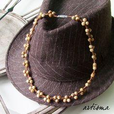 Edle Perlen-Kette aus beige-braunen Jaspissteinen.
