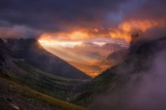 Light of the wild by Nagesh Mahadev on Glacier National Parc, Montana, USA, America Parc National, National Parks, Tourist Attractions In America, Beautiful World, Beautiful Places, Continental Divide, Landscape Photographers, Landscape Photos, Amazing Nature
