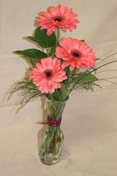 3 розовых герберы в оформлении из Гербера розовая, Салал, Берграс заказать с доставкой в Екатеринбурге