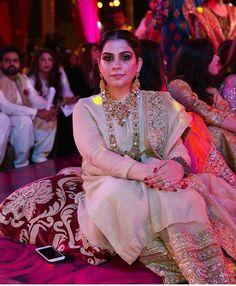 """#pashminariaz dazzles wearing @ #umersohail .official at a recent wedding #nidawedswaseem"" #indian #traditional #pakistani #punjabi #fashion #gold #silver #ethnic #ring #haathphool #necklace #haar #ranihaar #jewellery #indianjewellery #jewelry #indianjewelry #pearls #rubies #emeralds #rings #tikka #maangtikka #choker #paasa #jhoomar #jhoomer #jhanjar #bangles #earrings #chandbali #chaandbali #kundan #polki #diamond #anklet #ring #emerald #pearl #ruby #nath #nosering"