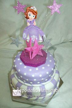 Princesita Sofía  Torta en tonos lilas y blanco para agasajar a la princesa de la fiesta