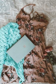 A beautiful crochet shawl or any other crochet accessory can really make your outfit stand, and it's an easy and affordable way to turn your regular outfits into vintage style.   #vintagegirl #vintagestyleaccessories #triangleshawl #grandmacore
