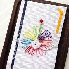 7つの色をまとった鶴がとっても華やかで可愛らしいこちらの祝儀袋は一点ものです。大切な人を思ってこんな素敵で特別な想いがこもったご祝儀袋を用意されたら、贈られる方も本当にうれしいですし幸せですよね!