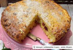 Túrós zabpelyhes süti 50 dkg félzsíros tehéntúró 5 db tojás 5 ek tejföl 10 ek aprószemű zabpehely 1 ek édesítőszer (vagy 4 ek barna cukor) 5 csepp vanília kivonat 3 dkg aszalt áfonya 1 dkg vaj (a kikenéshez) 1 ek zabkorpa