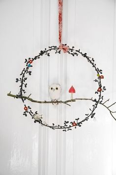 """#Christmas #ornament  A neat idea for """"framing"""" your handcrafted #felt birds So cute, and only takes some wire (hanger) and a tiny twig, a little greenery...and you have a sweet perch for your birdie."""