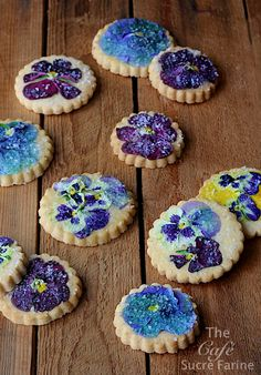 Melt-in-Your-Mouth Pansy Shortbreads - thecafesucrefarine.com