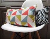 Housse coussin rectangulaire 50 x 30 cm tissu géométrique triangles : Textiles et tapis par le-bazar-creations - 17€