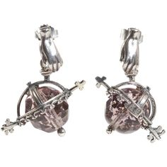 Gem Kingdom - Ohrhänger Globe mit rosé-farbenem Kristallglas    Die Ohrhänger Globe mit rosé-farbener Glaskugel von Gem Kingdom sind ein kleines Meisterstück. Der Globe aus facettiertem Kristallglas wird von einer liebevoll gestalteten Silberfassung...
