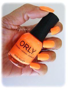 """Dans la collection Mash up de Orly """"Mayhem Mentality"""" c'est un orange intense voir même fluo."""
