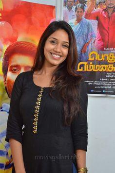 Indian Actress Hot Pics, Beautiful Indian Actress, Indian Actresses, South Actress, South Indian Actress, Beautiful People, Beautiful Women, Kurti Designs Party Wear, Tamil Actress