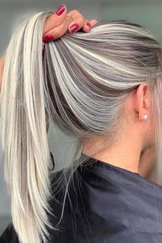 Golden Blonde Balayage for Straight Hair - Honey Blonde Hair Inspiration - The Trending Hairstyle Frontal Hairstyles, Wig Hairstyles, Wedding Hairstyles, Casual Hairstyles, Men's Hairstyle, Funky Hairstyles, Celebrity Hairstyles, Hairstyle Ideas, Natural Hair Styles