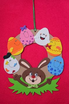 Easter wreath craft ideas We prepared a funny story and easy Easter wreath craft ideas for you lets check! Read the story then select your Easter wreath activity. Easter Activities For Kids, Easter Crafts For Kids, Easter Art, Easter Bunny, Couronne Diy, Easter Pictures, Bunny Crafts, Wreath Crafts, Animal Crafts