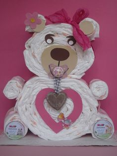 Cuddly teddy bear made of diapers . The ideal gift idea for birth or dew . Baby Shower Diapers, Baby Shower Gifts, Dou Dou, Nappy Cakes, Baby Gender, Baby Party, Newborn Essentials, Diy Gifts, Boy Or Girl