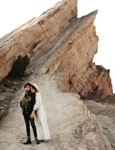 Gorgeous engagement session from fashion blogger Officially Quigley. We love how she picked up the desert scenery with her freshly plucked mustard and wildflowers, her vintage flea market dress, and soft waves in her hair. Vasquez Rocks in Southern California made for an incredible location!