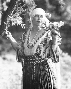 Queen Marie of Roumania #romanianblouse #lablouseroumaine