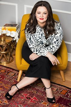 Okay, here's yet another reason to love Melissa McCarthy (as if there weren't enough already! For her new clothing line, Melissa McCarthy . Trend Fashion, Fashion Line, Curvy Fashion, Look Fashion, Womens Fashion, Fashion Ideas, Jeans Fashion, Young Fashion, Fashion Outfits