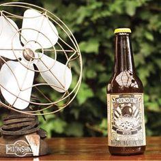 #Moonshine es una propuesta innovadora y diferente #piensaindependiente #tomaartesanal #cervezabogotana #cervezasmoonshine #cervezacolombiana #craftbeer #bogota Champagne, Home Appliances, Bottle, Image, Instagram, Proposal, Beer, Innovative Products, House Appliances