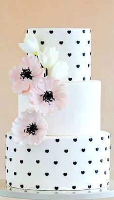 White Black Heart Pink Poppy Wedding Cake #pinkweddingcakes