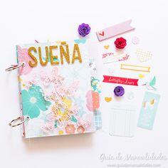 "Mini álbum ""Sueña"" con TAB Punch Board - Guía de MANUALIDADES Punch Board, Mini Scrapbook Albums, Crafts, Mail Ideas, Scrapbooking, Snail Mail, Decoration, Pretty, Books"
