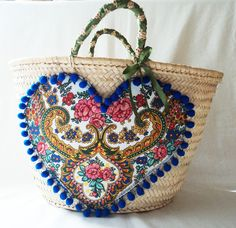 Coração de Viana, por Carolina Bernardo Diy Tote Bag, Craft Bags, Jute Bags, Basket Decoration, Beaded Bags, Vintage Bags, African Fabric, Handmade Bags, Bead Art