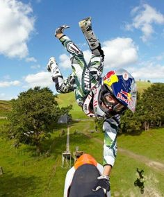 wait, don't go! #fmx #redbull