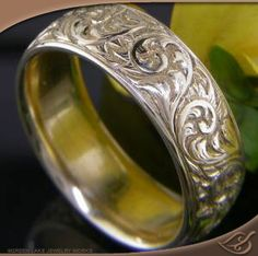 BEAUTIFUL SCROLL ENGRAVED BAND