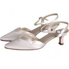 Zapatos de Novia con puntera y correa modelo Annie de Rainbow Club ➡️ #LosZapatosdetuBoda #Boda