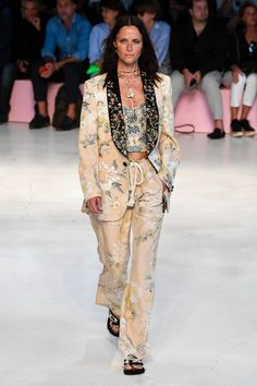 Etro Spring 2019 Ready-to-Wear Collection - Vogue Women s Runway Fashion,  Couture afcff79183c
