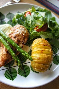 スウェーデン料理のレシピ:ハッセルバックポテトをチキングリルと共に ...