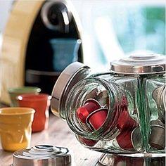 Boa Noite Amores!! ❤️ Diquinha by @casaorganizada para deixar o Cantinho do Café mais fofo!!  Lembram desses baleiros antiguinhos?! Eles viram um porta cápsula, açúcar e mais o que quiser!!  Ameiiiii [foto casa e comida] #inspiração #fofurice #coffeetime #dicaspapodecasada #façavocêmesmo #diy #blogpapodecasada