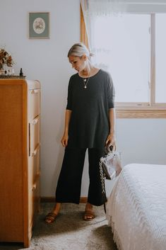 Maternity Tights, Cute Maternity Outfits, Pregnancy Outfits, Maternity Fashion, Maternity Style, Maternity Wear, Fashion Maman, Linen Pants Outfit, Pregnancy Looks