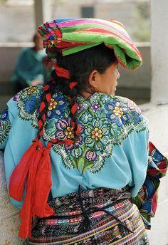 La gente Mayan de Guatemala hablen una idioma se llama Quechua.