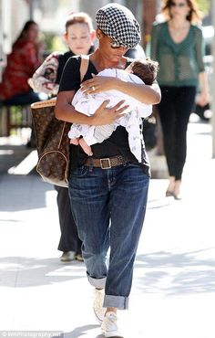 Love the look, the hat, and most of all the baby! Nia long w/ her son. Wholesale Designer Handbags, Designer Bags, Cheap Designer, Discount Designer, Designer Shoes, Style And Grace, My Style, Hair Style, Artist Bag