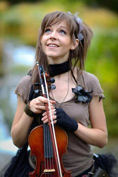 Fiddle Lass. Lindsey Stirling. Such a cute picture of her! :)