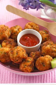 These chicken & apple balls are the perfect toddler finger food, delicious hot or cold. These little balls make perfect finger food. The grated apple adds a delicious flavour which makes them appealing to young children. Delicious hot or cold. Healthy Recipes, Baby Food Recipes, Healthy Snacks, Healthy Eating, Kid Recipes, Cooking Recipes, Nutella Brownies, Fingerfood Recipes, Kid Snacks