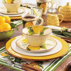 Dresser La Table, Summer Table Decorations, Lemon Kitchen Decor, Kitchen Ware, Kitchen Sets, Yellow Cottage, Beautiful Table Settings, Home And Deco, Summer Diy