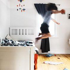 """La photo """"Youppi c'est vendredi!"""" de ce matin  #youppi #bientot4ans #3ansetdemi #clempetitcoquin #kidslife #kidstyle #momlife #maman #enfant #maternité #toddlerlife #toddlerstyle #etremaman #monfils #kidsroom #happykids #baneaux #faitalamain #faitauquebec"""
